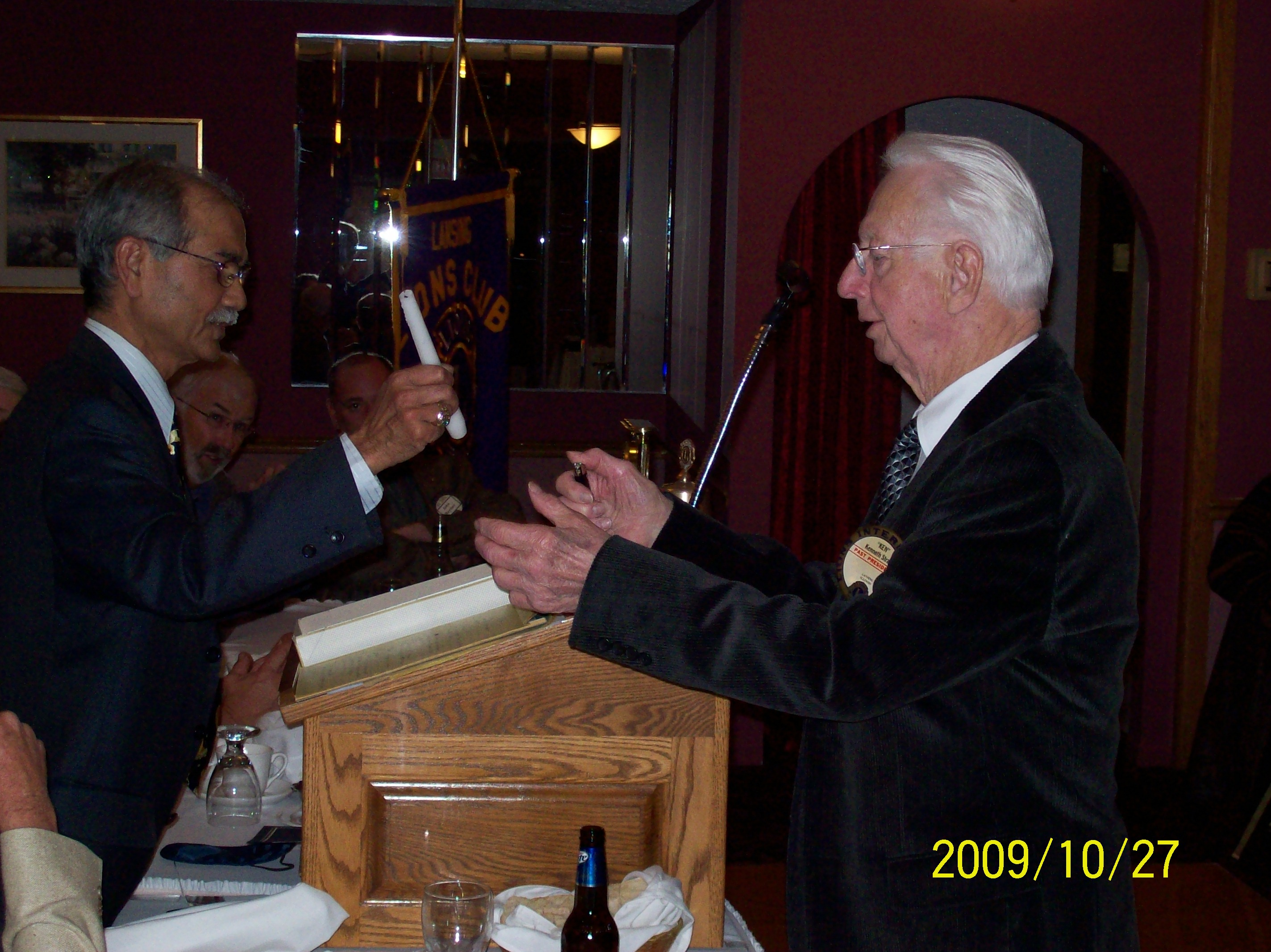 LION PDG KEN STRAKA RECIEVING HIS PRESIDENT'S ACHEIVEMENT AWARD