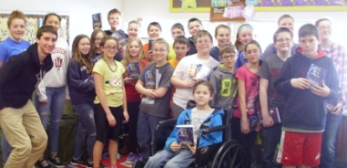Argos Elementary students receive Lions dictionaries, assisted by AHS Leo Club