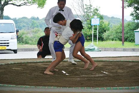 小学生女子相撲対戦