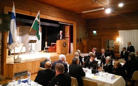 Presidentti Jouko Tarkkanen puhuu. Kuva Juha Juusela.