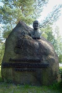 Pelimannikuningas Matti Haudanmaan patsas