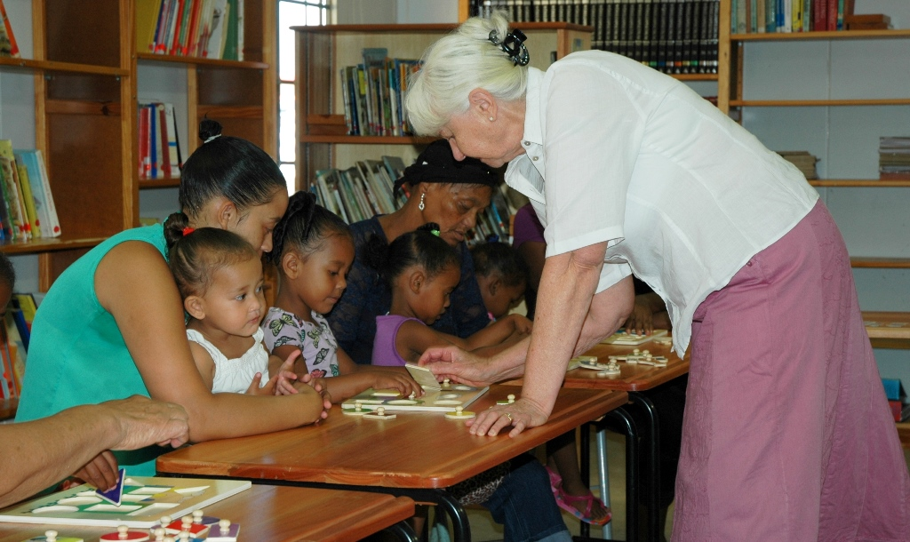 Librarian Jeanette Kruger with moms and toddlers from Temperance Town