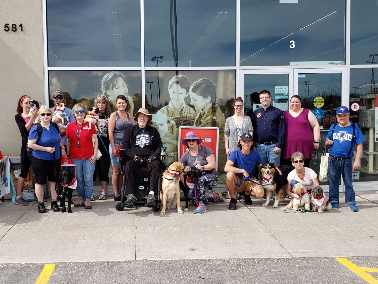 The walkers and volunteers at the 2019 Pet Valu Dog Walk for Dog Guides
