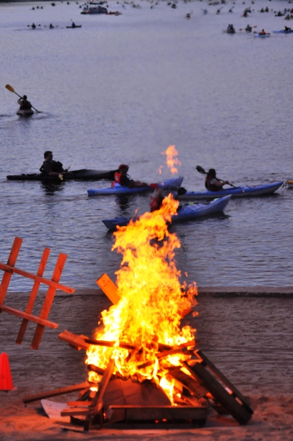 Bondfire to guide paddlers back to shore