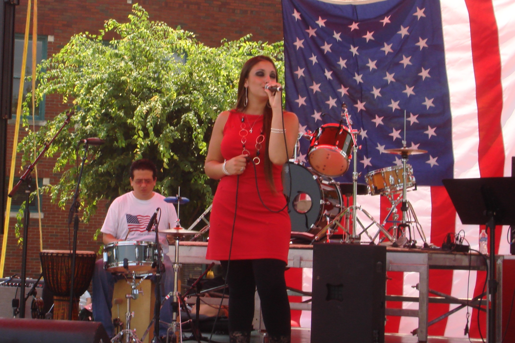 Courtney singing on the 4th
