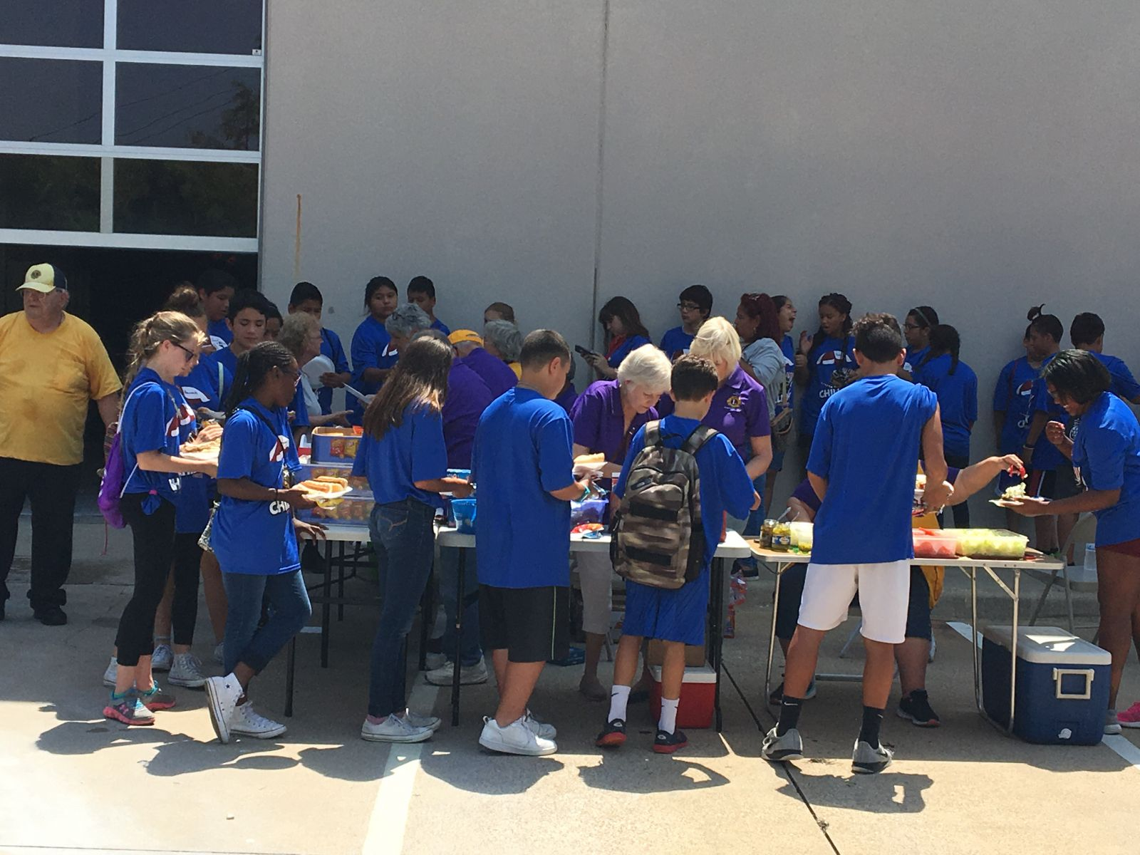 Lions serve lunch to kids during Grapevine PD Summer Camp