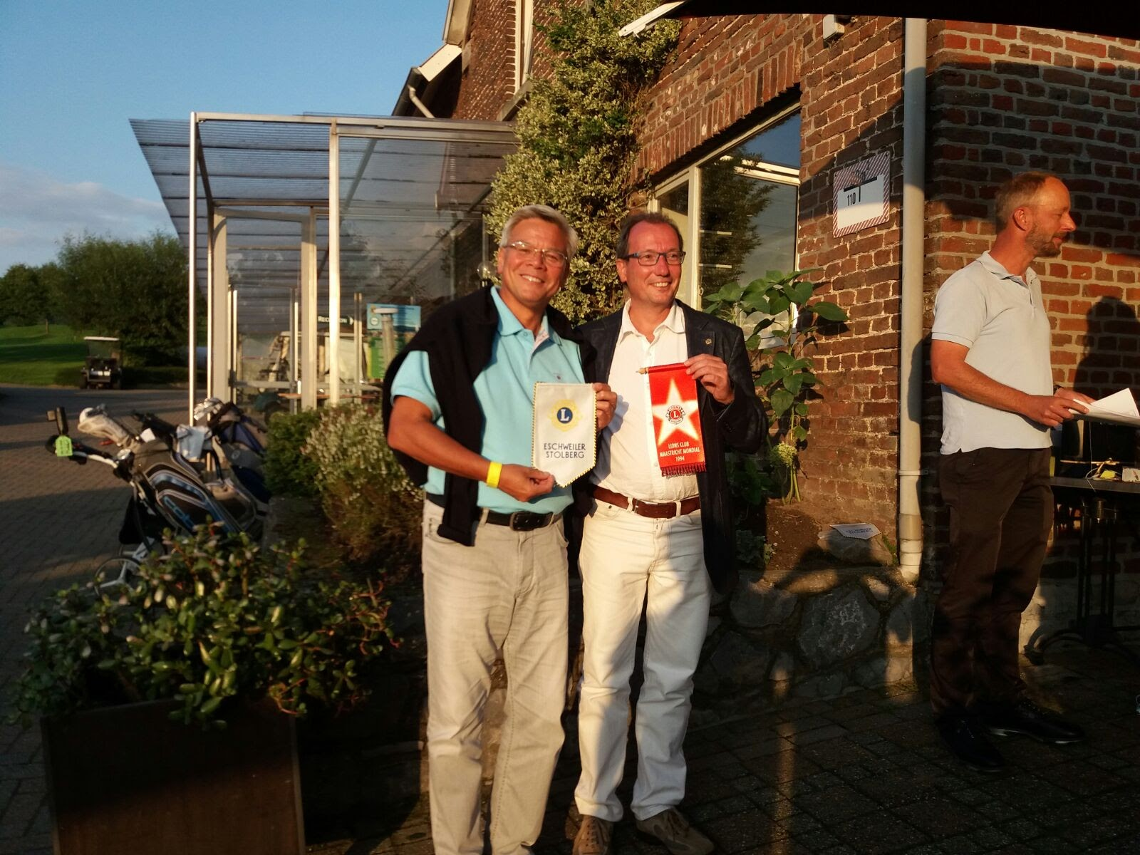 The presidents of Lions club Maastricht Mondial and Eshweiler-Stolberg