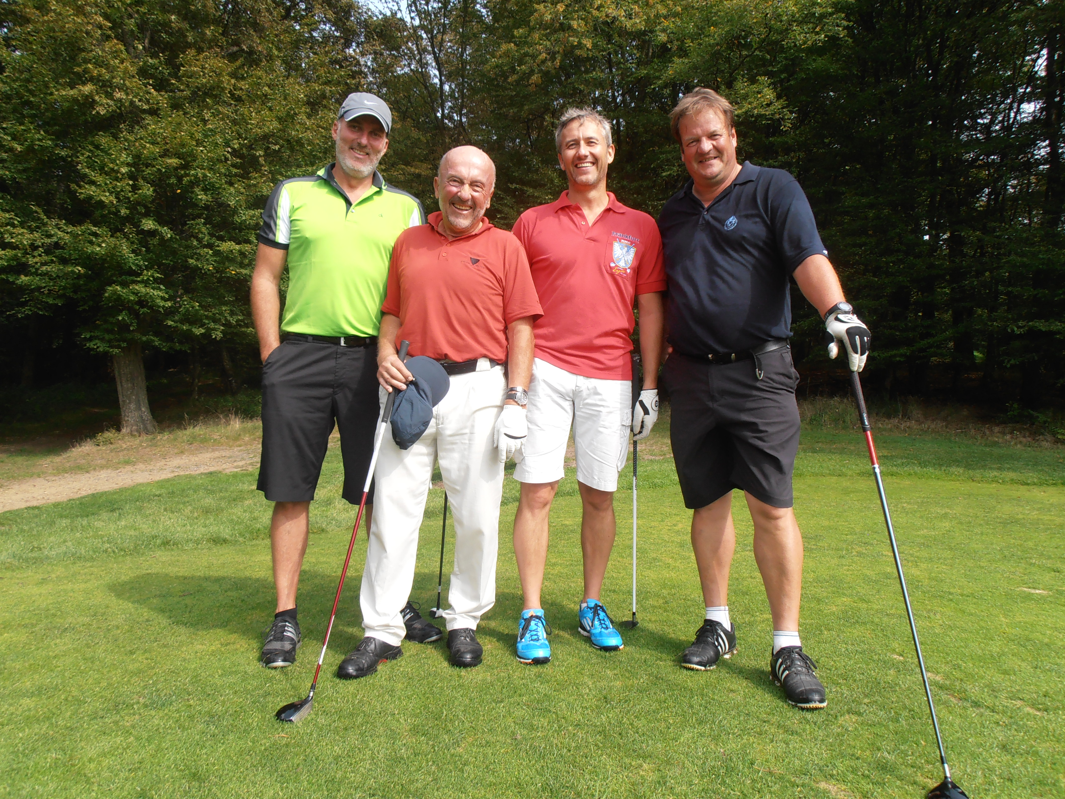 Sichtlich Spaß im Flight hatten (v.l.n.r.): Stephan Haida (Organisator LIONS Club Bad Homburg Hessenpark), Klaus Wolfermann (Speerwurf-Olympiasieger 1972), Dirk Rosinski, Heiner Spät (Präsident Golf Club Schloss Braunfels).