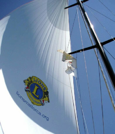 Calvià Lions funded a new sail for Joves Navegants