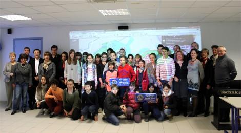 Les élèves, l'équipe pédagogique, le lions St Cyprien Catalane et Monsieur le Maire