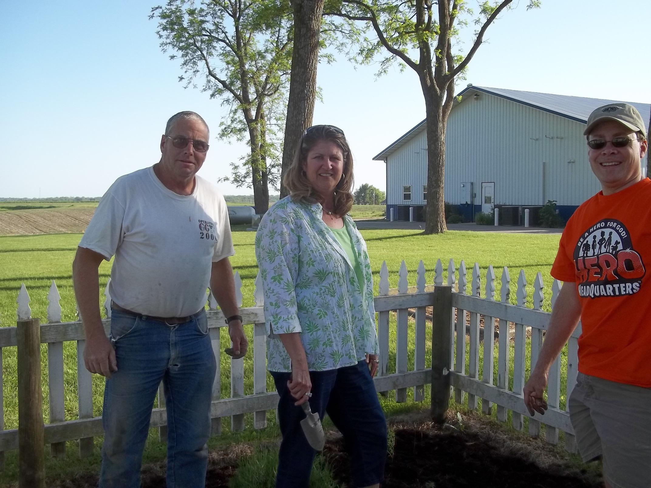 Oskaloosa Lions planting trees